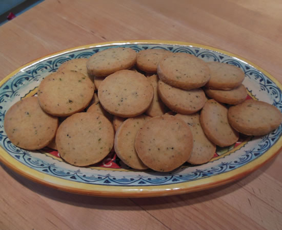12-30-12-cheese-thyme-crackers