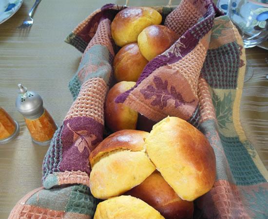 11-28-13-thanksgiving-pumpkin-rolls