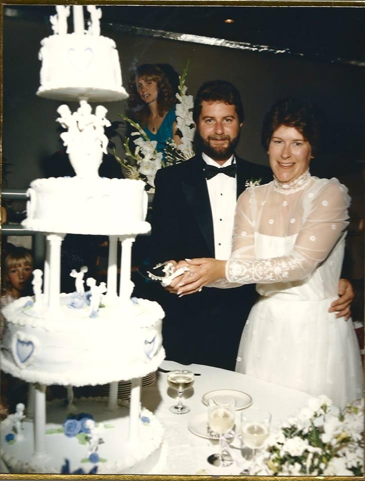 mike-debbie-wedding-cake