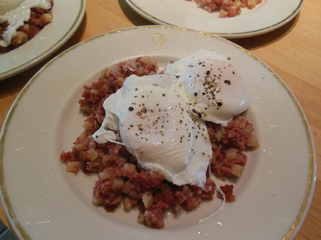 10-19-14-poached-eggs-and-corned-beef-hash